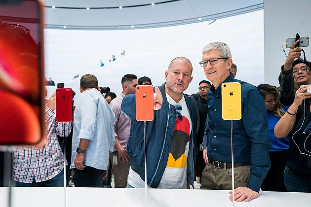 apple-update-tim-cook-jonathan-ive-062619.jpg